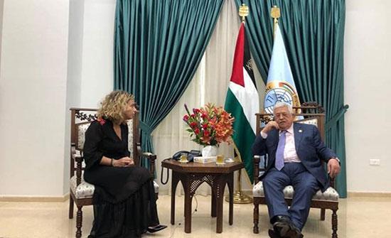 قناة عبرية تكشف عن لقاء سري بين عباس ووفد إسرائيلي