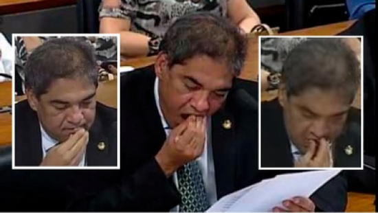 """انظر إلى أسنان السناتور كيف وقعت وهو يخطب بمجلس الشيوخ """" فيديو """""""