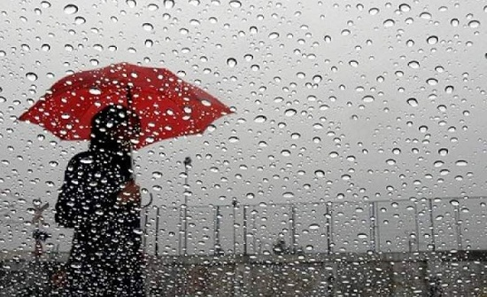 متصرف الطيبة يتفقد منازل دهمتها مياه الامطار