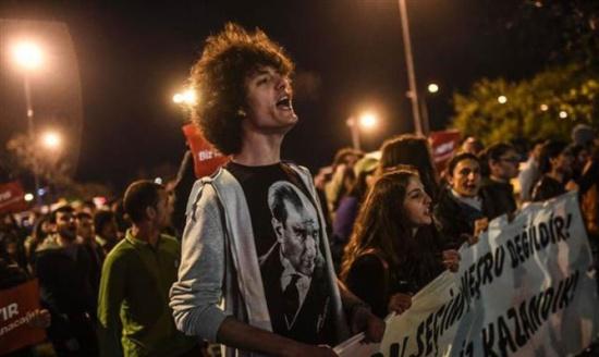 نيويورك تايمز: نتيجة الاستفتاء دليل على نبض الديمقراطية في تركيا