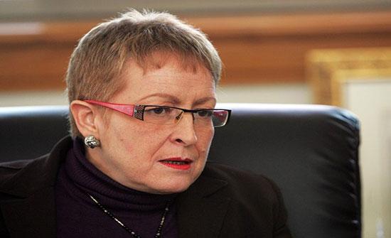 وزيرة جزائرية سابقة متابعة في قضايا فساد تنفي فرارها إلى فرنسا