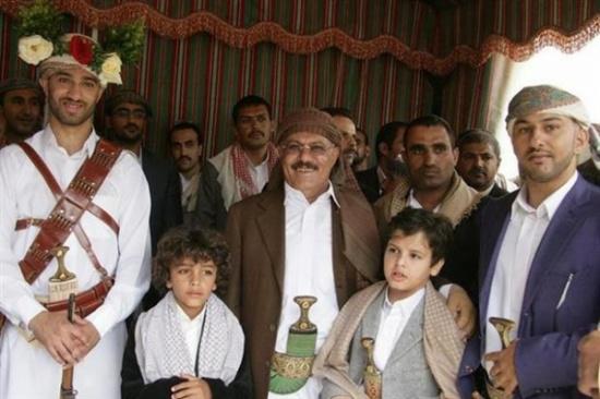 رغم السرية التي أحاط بها عائلته.. تعرّف على أبناء الرئيس اليمني الراحل وبناته وأصهاره