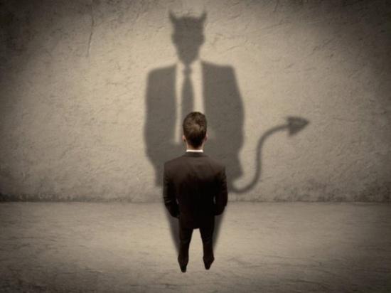 أيهما أخطر على الإنسان .. النفس أم الشيطان ؟!