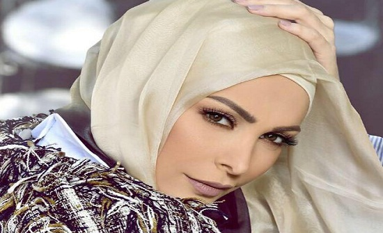 أمل حجازي: هل أصبحت المحتشمة شاذة في هذا العصر؟!