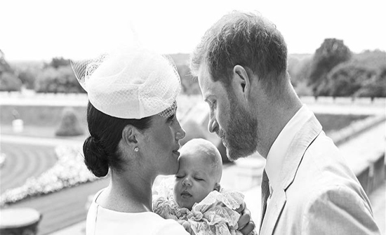 الأمير هاري وميغان ماركل يحتفلان بتعميد طفلهما الأول... وملكة بريطانيا تغيب عن المشهد (صور)