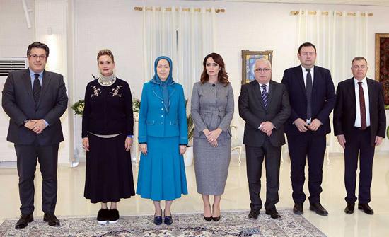 لقاء وفد من البرلمان الألباني بمريم رجوي