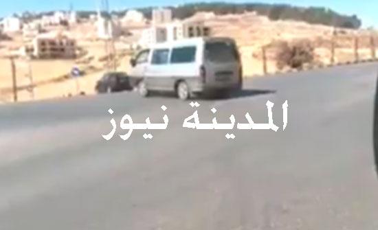بالفيديو :  تفحيط في شارع رئيسي خطرفي عمان  والأمن يلقي القبض على السائق