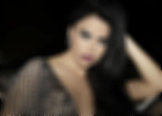 القبض على مساعد نجمة عربية شهيرة بعد سرقتها وتهديدها... وضبط افلام مشينة في هاتفه