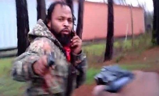 بالفيديو: لحظة إطلاق شاب النار على شرطي أمريكي
