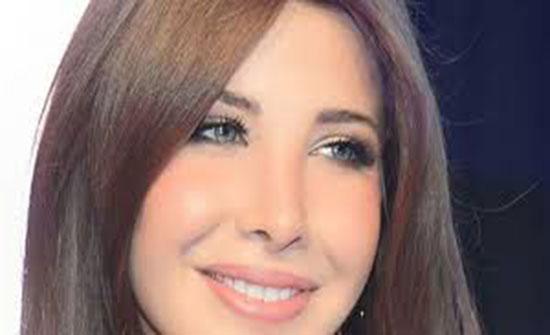 نانسي عجرم تشعل مواقع التواصل.. بالمايوه مع زوجها على البحر (صورة)