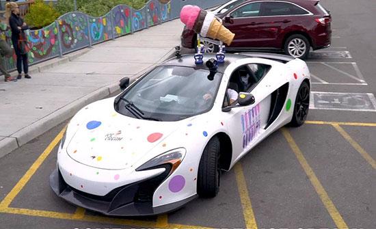 فيديو : رجل أعمال يحول سيارته الفارهة إلى عربة آيس كريم