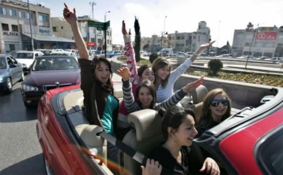 مركز امن دير علا يشارك الناجحين بالثانوية العامة افراحهم