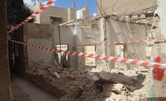 """""""بالفيديو : مهندسو الزرقاء"""" غياب معايير السلامة العامة سبب انهيار بناء معصوم"""
