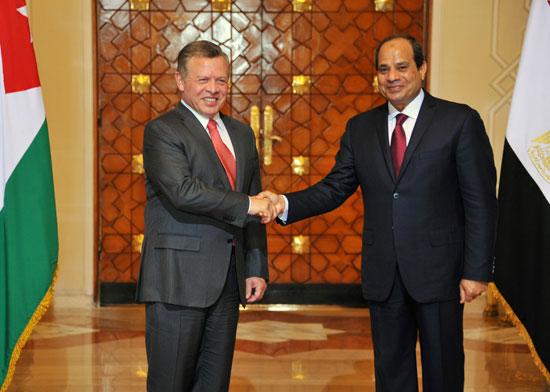 الملك يبحث خلال اتصال هاتفي مع الرئيس المصري التطورات الإقليمية