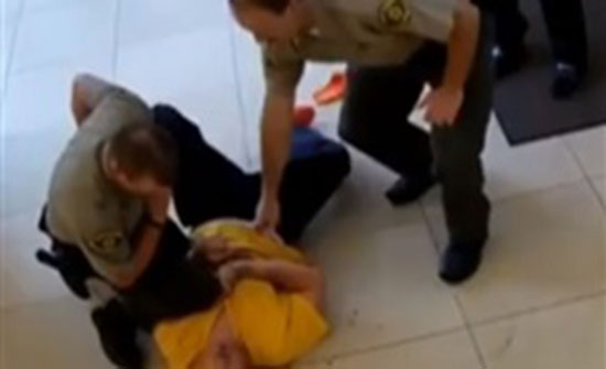 نهاية مفجعة لمسجون حاول الهروب من المحكمة (فيديو)