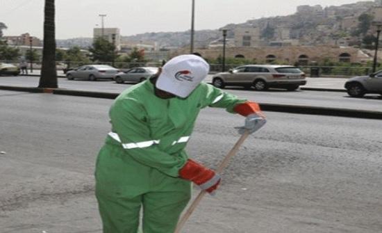 """أردنيون يتمردون على ثقافة العيب وتسجيل 17 ألف طلب توظيف لمهنة """"عامل وطن"""""""
