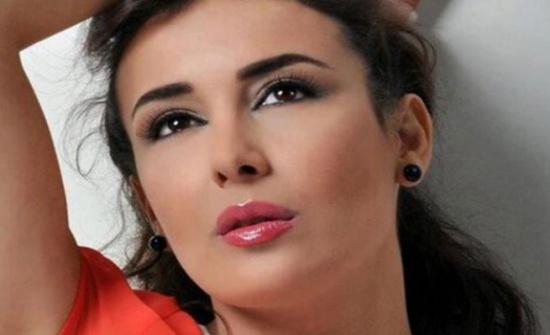 كندة حنا تشعل المواقع بظهورها الجريء (صورة)