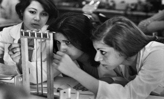 بالصور..نساء إيران: كيف غيرت الثورة الإسلامية حياتهن؟