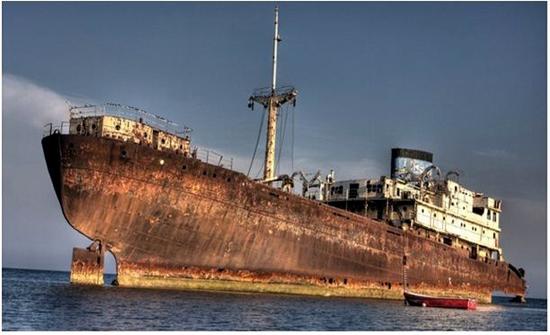 ظهور سفينة بعد 90 عاما من اختفائها في مثلث برمودا واكتشاف مفاجأة بداخلها