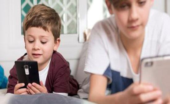 يوتيوب وفيسبوك يتخذون إجراءات صارمة بشأن سلامة الأطفال.. تعرف عليها