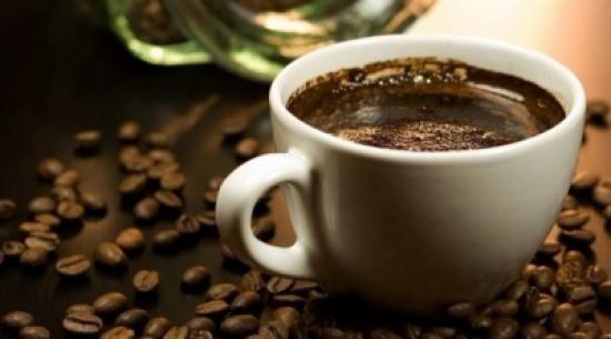 احتساء 3 فناجين قهوة يومياً يحمي شبكية العين