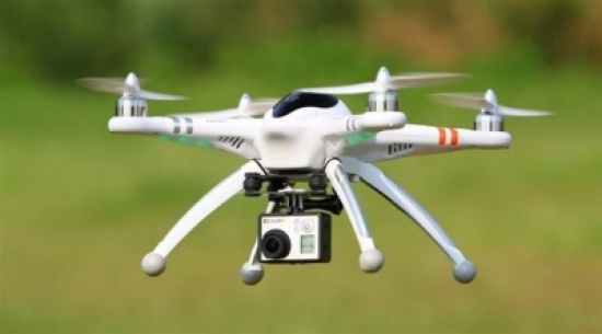استعمال الطائرات بدون طيار لتهريب بضائع محظورة إلى السجون