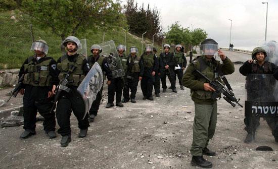 الاحتلال الاسرائيلي يغلق مداخل بلدة عزون غرب قلقيلية
