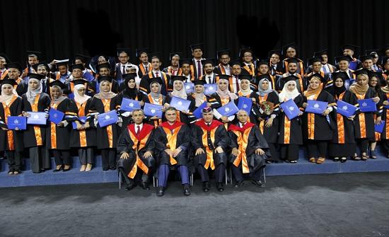 اللواء البزايعه يرعى حفل تخريج طلبة أكاديمية الأمير الحسين