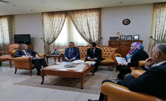 الوهادنه يلتقي السفير الماليزي في عمان
