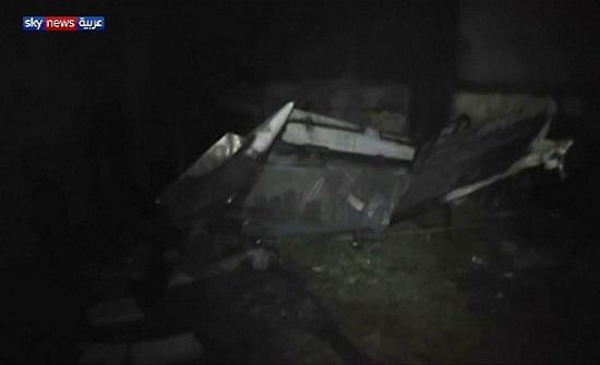 بالفيديو: لحظة تحطم طائرة عسكرية فوق المنازل في باكستان