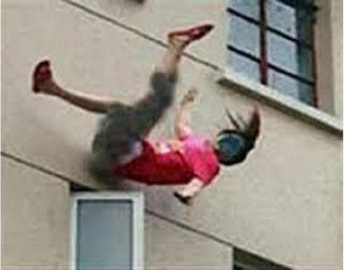 فتاة مغربية عشرينية تنتحر في الشارع العام بسبب ما فعله زوجها معها