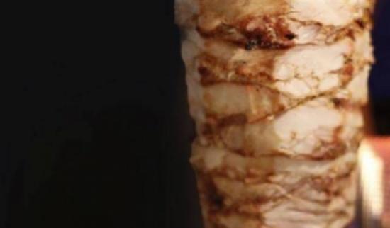 """وجبة مجانية مدى الحياة لمن يطلق اسم """"شاورما"""" على مولوده"""