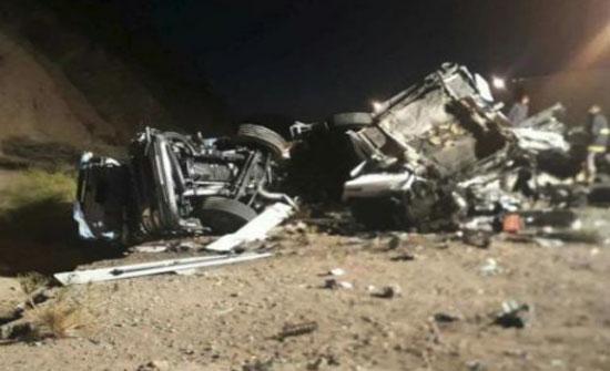 بالفيديو : حادث بعد مطاردة شاحنة عاكست السير على طريق العقبة