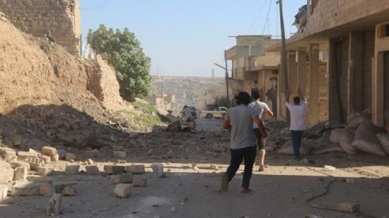 """النظام السوري يواصل خرق """"سوتشي"""" ويصيب طفلا بإدلب"""