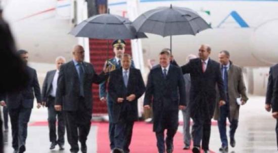 الملك يستقبل الرئيس اللبناني لدى وصوله إلى عمان