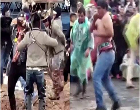 بالفيديو : أغرب طريقة لإنهاء الخلافات القديمة قبل حلول العام الجديد في بيرو