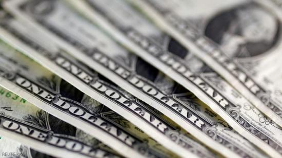 الدولار يهبط.. ويتجه لأكبر انخفاض أسبوعي