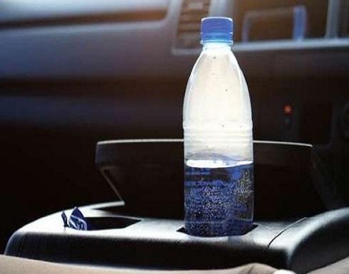 """بالفيديو: أخطر مما تتوقّع.. لهذا السبب لا تترك """"قارورة المياه"""" في السيارة!"""