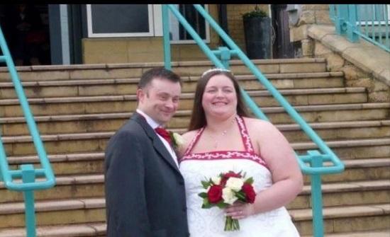 تفقد نصف وزنها بسبب مرض زوجها