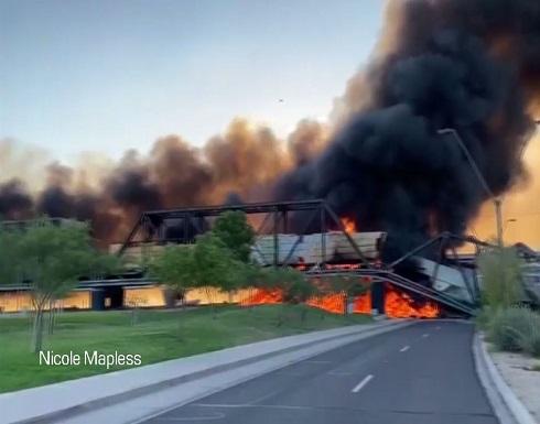 شاهد : حريق وانهيار جزئي لجسر في ضواحي فينيكس بعد خروج قطار شحن عن سكته