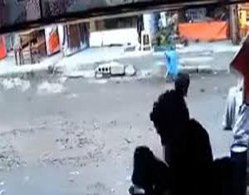 بالفيديو:  صنعاء.. مسلح يقتل جيرانه بطريقة بشعة رميا بالرصاص