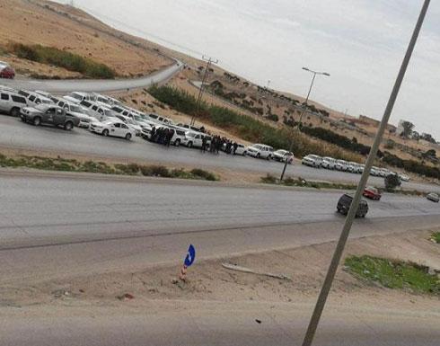 بالصور .. سائقون يعتصمون على الحدود الأردنية العراقية : الجوع ذبحنا