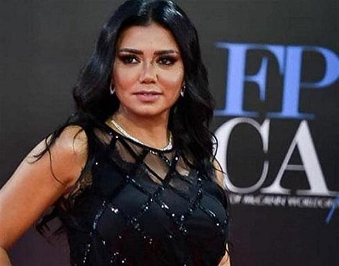 بفستان أحمر .. رانيا يوسف تتألق في جلسة تصوير جديدة