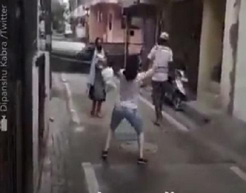 فيديو : شقيقتان ترقصان بالشارع فرحا بتعافي احداهما من كورونا