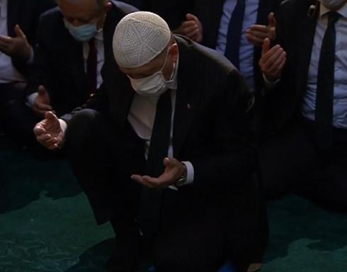 """أردوغان يتلو القرآن الكريم في مسجد """"آيا صوفيا"""" .. بالفيديو"""