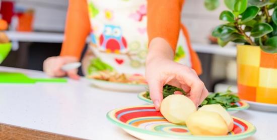 ماذا سيحدث لجسمك إن لم تأكلي سوى البطاطا؟