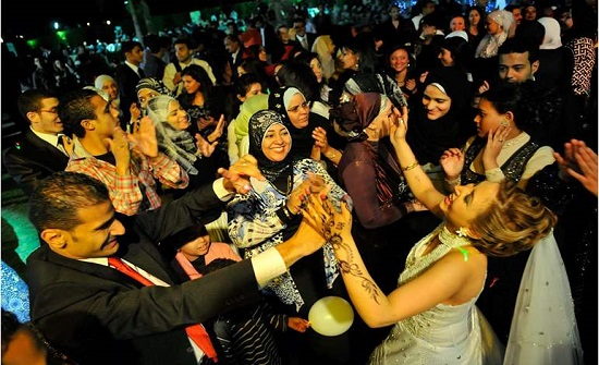 الشرطة تقتحم حفل زفاف في مصر وتطارد المتواجدين