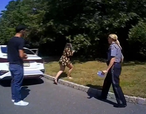 عرض زواج مذهل برعاية الشرطة الأمريكية! (فيديو)