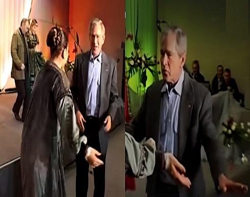 مقطع نادر لبوتين وجورج بوش يرقصان على أنغام أغنية فولكلورية