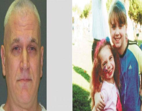 """رجل يبتسم لحظة إعدامه بتهمة قتل طفلتيه.. بعد إطلاق الرصاص عليهما ذهب لرسم وشم """"وردتين"""" تخليداً لهما"""